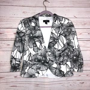 AGB Black And White Floral Print Blazer Size 6